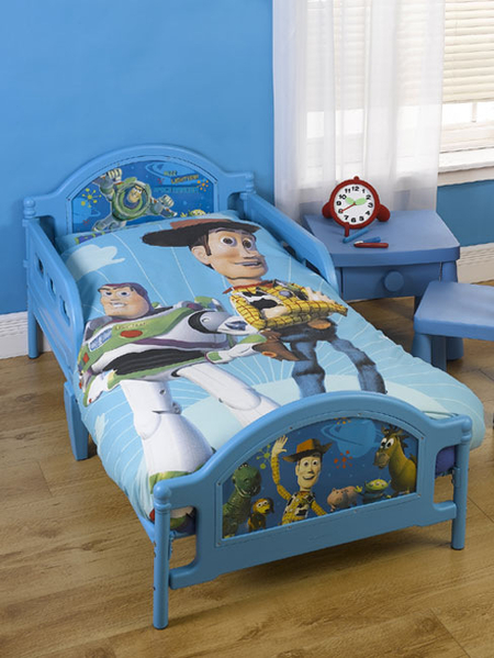 Buzz lightyear toy story junior toddler bed bennetts for Junior room decor ideas